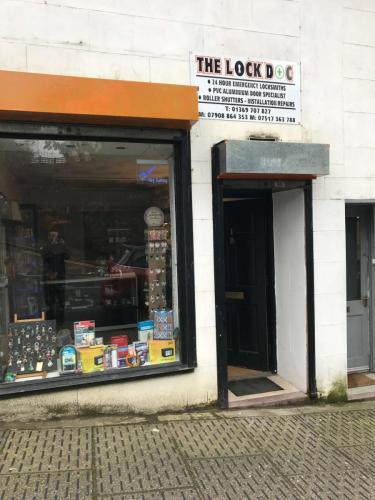 locksmith greenock shopfront5